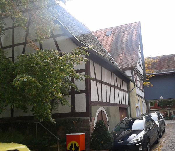 Die Scheune in der Mühlgasse wird abgerissen, das Wohnhaus saniert und vergrößert. Foto: Ladenburgblog.