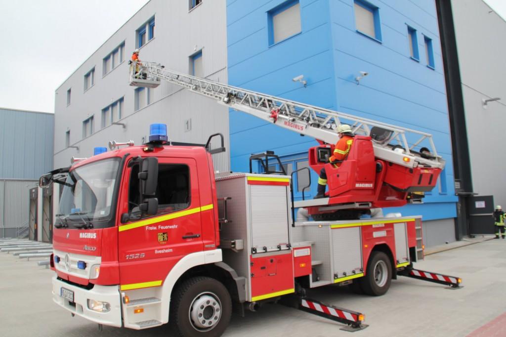 Die Feuerwehr ging koordiniert vor. (Bild: Gerhard Henn).