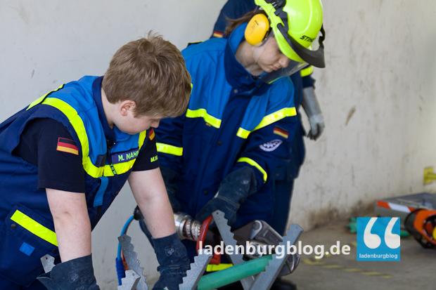 Das hydraulische Rettungsgerät machte den Mädchen am meisten Spaß.