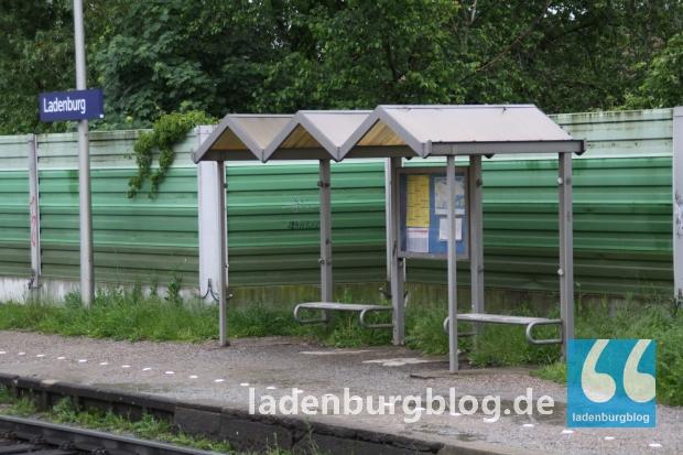 Das Wartehäuschen am Bahnsteig 1. 15 Minuten braucht man mit dem Zug nach Mannheim. Einige Sportler des IDT wussten das nicht und mussten in Seckenheim warten.