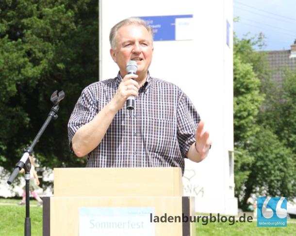 """Bürgermeister Rainer Ziegler freute sich über das Sommerfest in Ladenburg: """"Mein Motto ist: Miteinander"""", sagte er. Das klappe in Ladenburg ganz gut."""