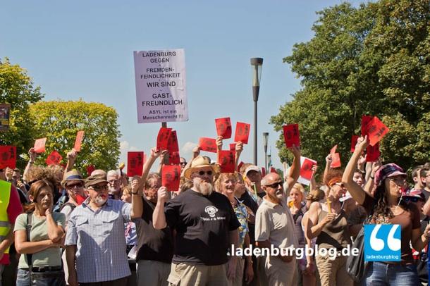 Ladenburger/innen und Teilnehmer aus der Region stehen gegen Nazis zusammen.