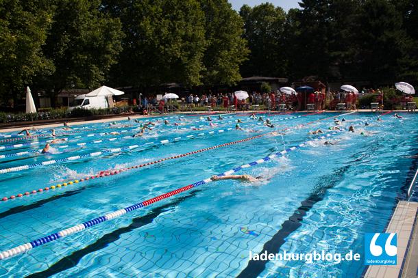 Das Schwimmen für den Fitness-Triathlon fand im Freibad statt.