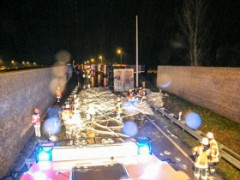 A5: PKW-Fahrer verbrennt nach Unfall